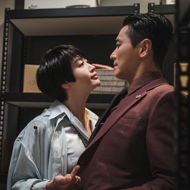 """Tại sao phim Hàn hay thích chọn diễn viên theo kiểu """"chị đại và phi công""""? - 2"""