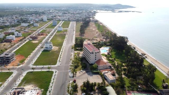 Cận cảnh sân golf Phan Thiết chuyển đổi sang khu đô thị đang bị kiểm tra - 15