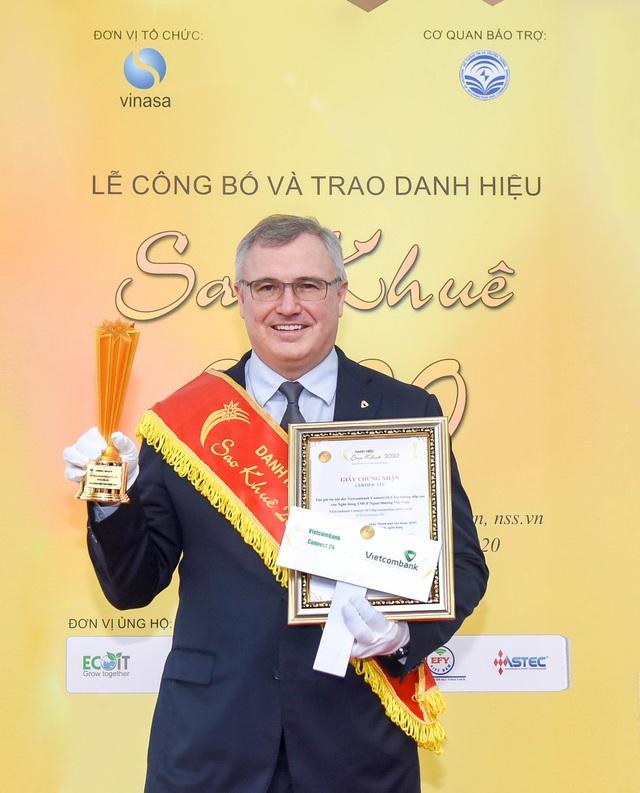Thẻ Vietcombank Connect 24 chip contactless nhận danh hiệu Sao Khuê năm 2020 - 1