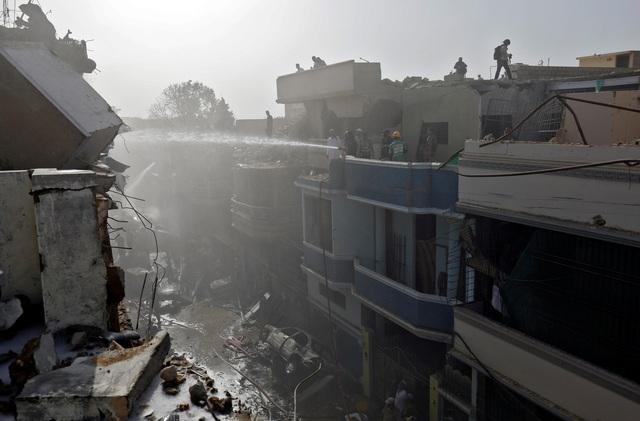 Hiện trường thảm khốc vụ rơi máy bay nghi làm 107 người thiệt mạng - 8
