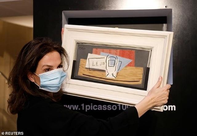 Giành được bức họa Picasso hơn 25 tỷ đồng nhờ tấm vé số con trai tặng - 1