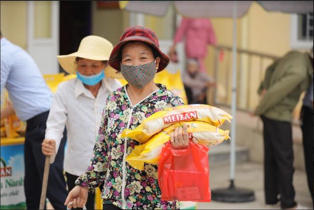 2,6 tỷ đồng do nhãn hàng Meizan ủng hộ đến tay người dân 10 tỉnh miền Trung - 3