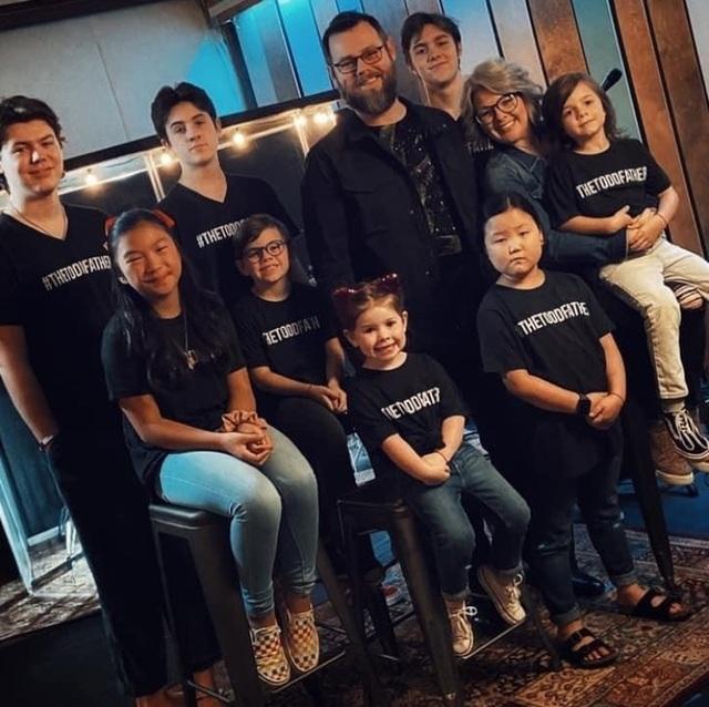 """Quán quân """"The Voice"""" (Mỹ) năm 2020: Một mục sư có 8 người con - 2"""