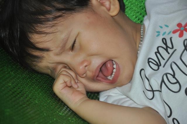Thương bé gái khi sinh ra đã bị hỏng đôi mắt - 3