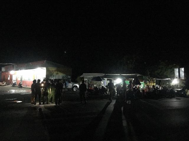 Phong tỏa bến xe suốt đêm vì hành khách về từ Campuchia ho, sốt - 1