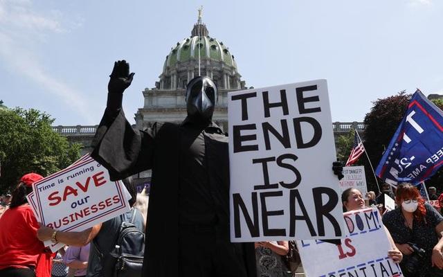 Nếu Mỹ sớm thực hiện giãn cách xã hội, 54.000 người có thể được cứu sống - 1