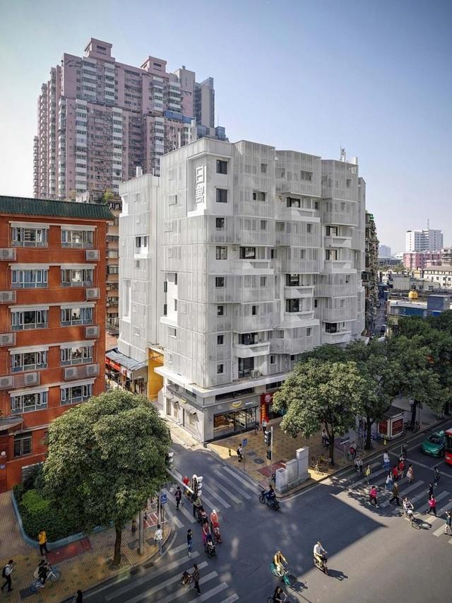 """""""Chơi lớn"""" cải tạo cả tòa chung cư cũ, chủ đầu tư rủng rỉnh kiếm bộn tiền - 1"""