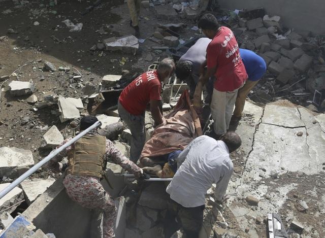 Hiện trường thảm khốc vụ rơi máy bay nghi làm 107 người thiệt mạng - 2