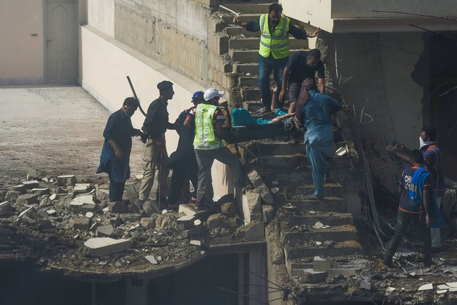Hiện trường thảm khốc vụ rơi máy bay nghi làm 107 người thiệt mạng - 5