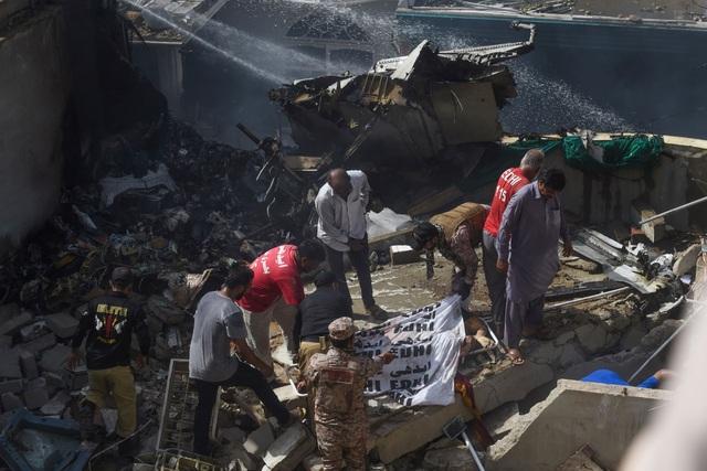 Hiện trường thảm khốc vụ rơi máy bay nghi làm 107 người thiệt mạng - 6