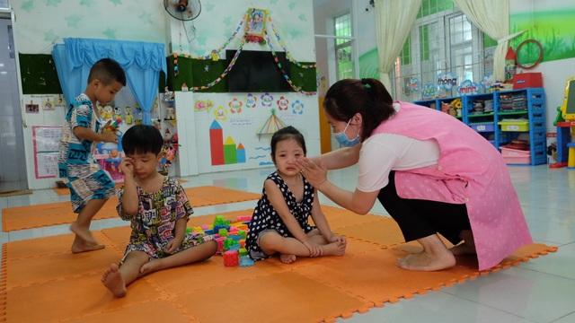 Đà Nẵng: Giáo viên hợp đồng ở trường tư được hỗ trợ khó khăn do Covid-19 - 1