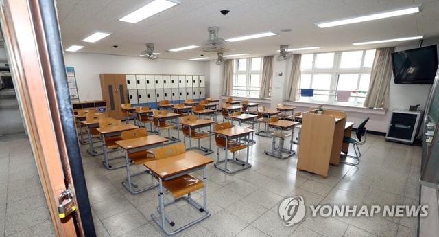 Lo ngại làn sóng Covid-19 thứ hai, Seoul hoãn mở cửa trở lại trường học - 1