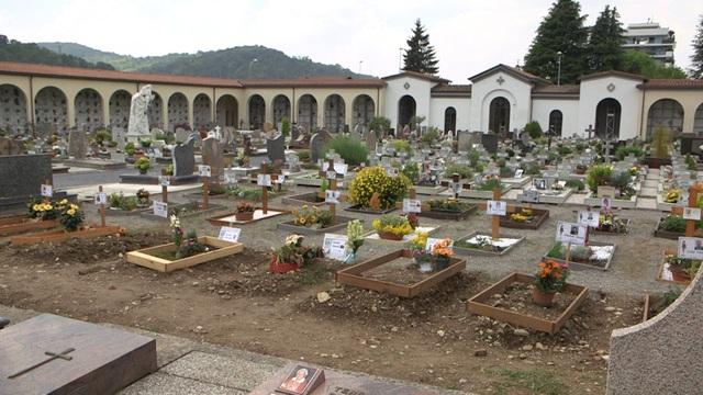 """""""Cơn sóng thần"""" Covid-19 càn quét một thế hệ ở Italia - 1"""