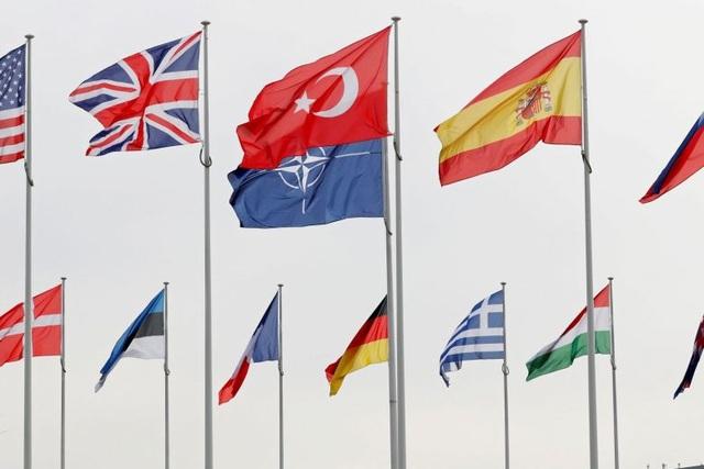 Mỹ tuyên bố rút khỏi Hiệp ước bầu trời mở với Nga, NATO họp khẩn - 2