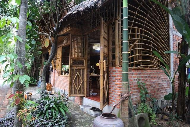 Ngôi nhà độc đáo làm bằng tre và dừa ở Hội An - 1
