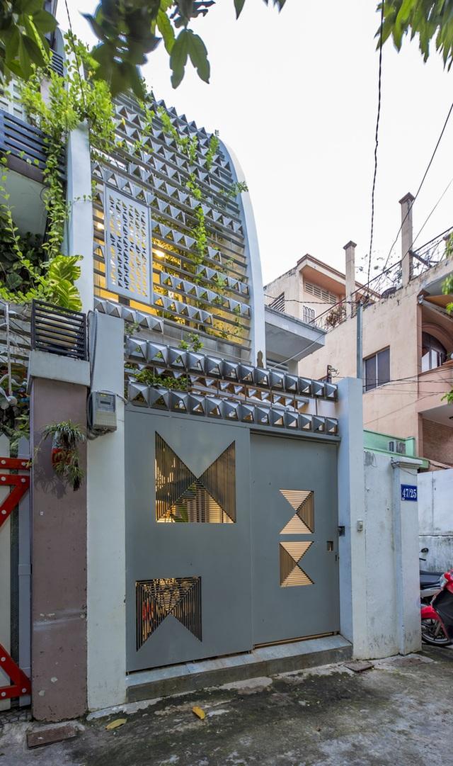 Mãn nhãn ngôi nhà với mặt tiền uốn cong như ốc đảo xanh ở Sài Gòn - 3