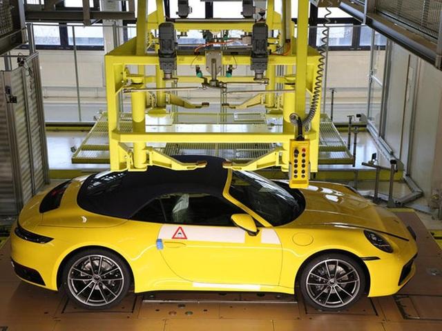 Khách hàng có thể xem Porsche sản xuất xe mình đặt mua qua điện thoại - 3
