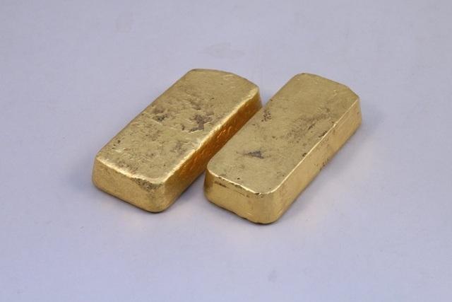 Đến nhà ông bà cách ly xã hội, cháu bất ngờ phát hiện 2 thỏi vàng ròng - 1