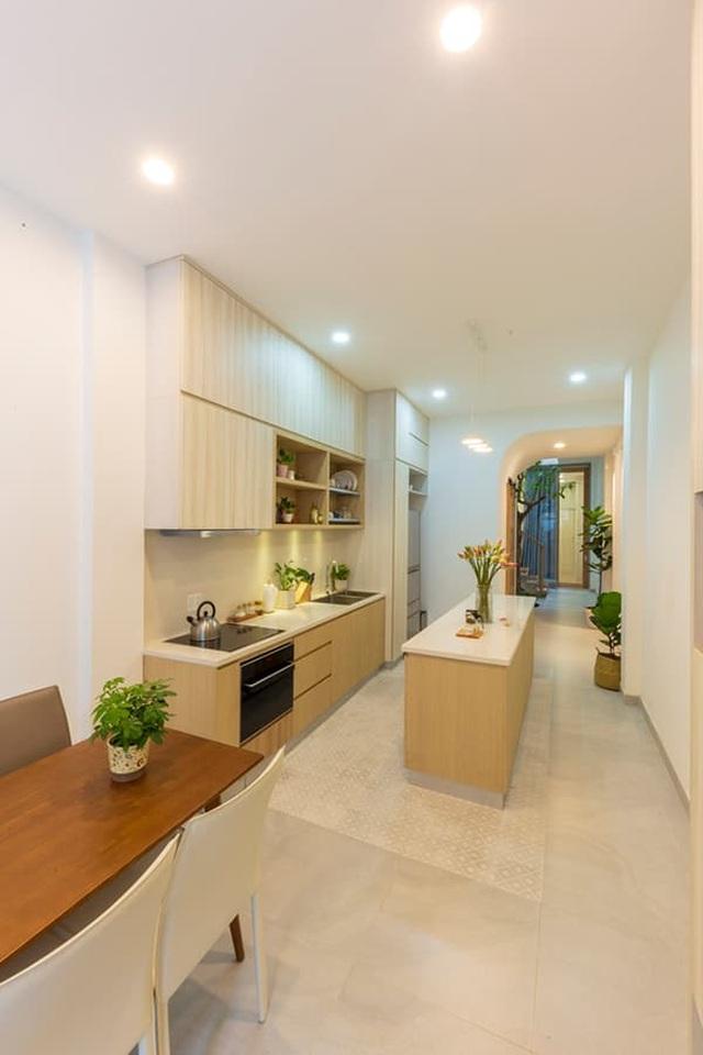 Mãn nhãn ngôi nhà với mặt tiền uốn cong như ốc đảo xanh ở Sài Gòn - 12