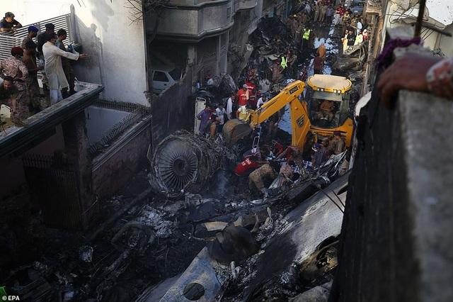 Giám đốc ngân hàng thoát chết thần kỳ vụ rơi máy bay chở 99 người - 3