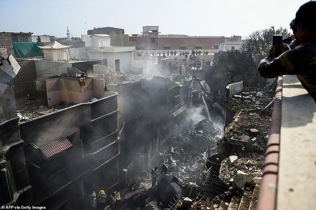 Giám đốc ngân hàng thoát chết thần kỳ vụ rơi máy bay chở 99 người - 2