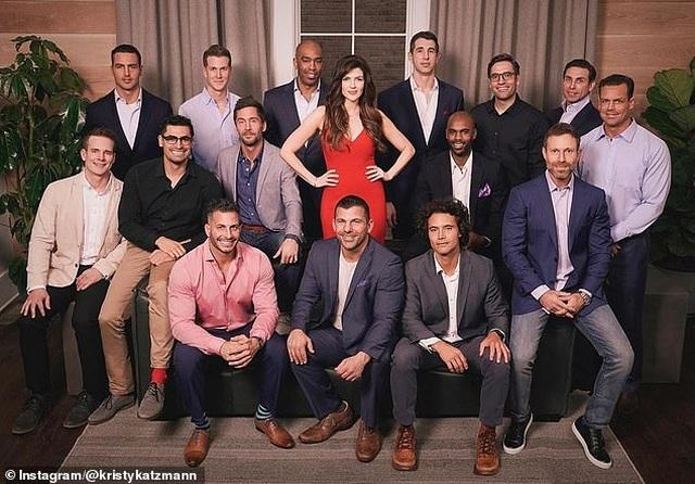 15 người đàn ông tranh tài để lọt mắt xanh người phụ nữ 41 tuổi - 1