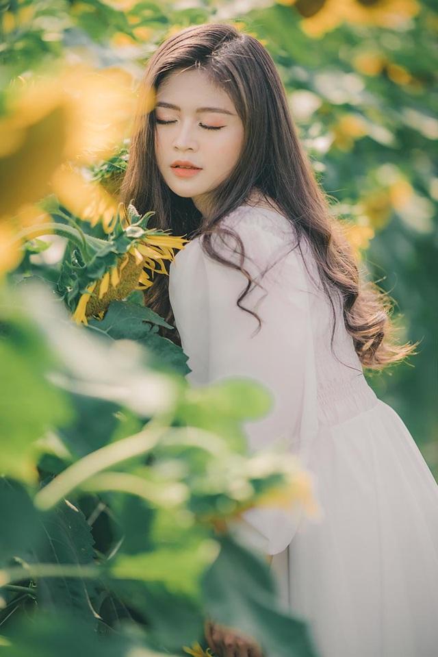 Cựu nữ sinh Ngoại thương khoe sắc bên hoa hướng dương - 7