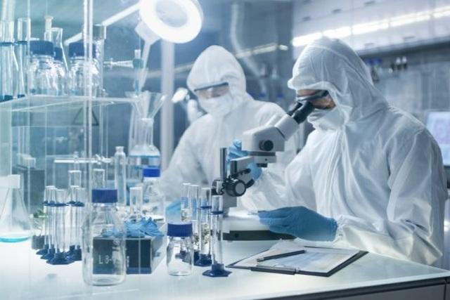 Nhà khoa học Nga tự làm chuột bạch thử vắc-xin Covid-19 - 1