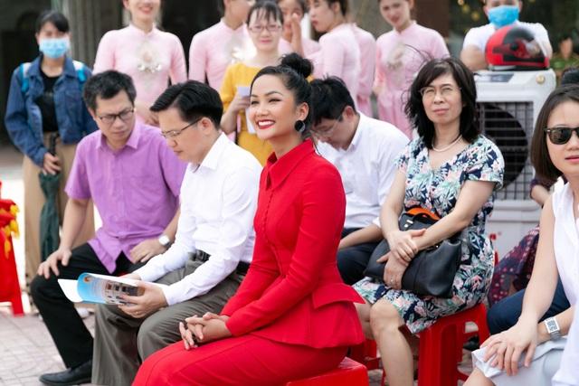 H'Hen Niê kêu gọi cộng đồng phòng, chống nạn mua bán người - 5