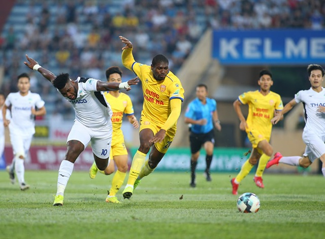 Hạn chế số lượng tiền đạo ngoại tại V-League: Nguy cơ phản chuyên nghiệp - 2