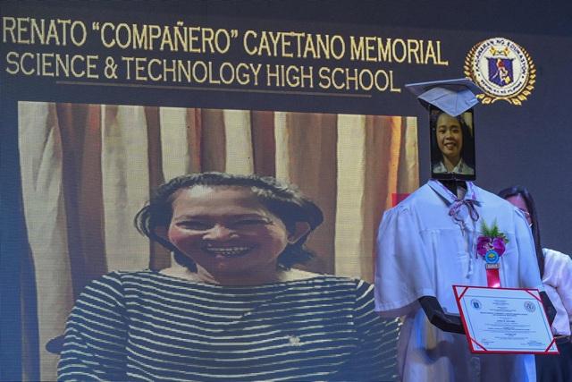 Lễ trao bằng tốt nghiệp kỳ lạ trong mùa dịch corona - 4
