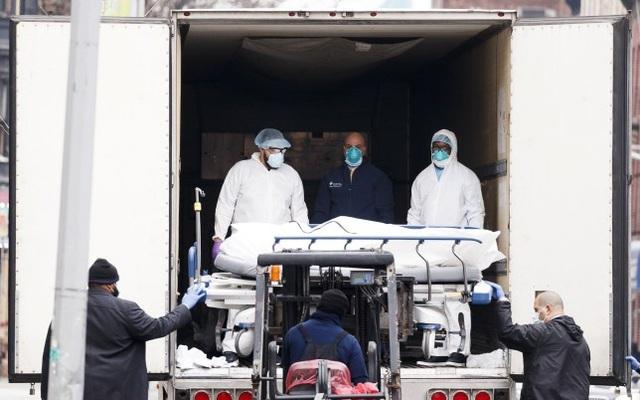 Nhật ký một tháng quay cuồng với xác chết Covid-19 của nữ sinh Mỹ - 2