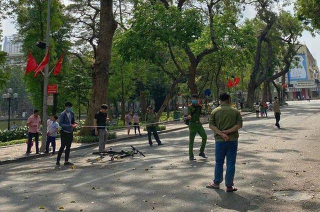 Hà Nội: Xử lý nghiêm các phương tiện di chuyển trong phố đi bộ - 1