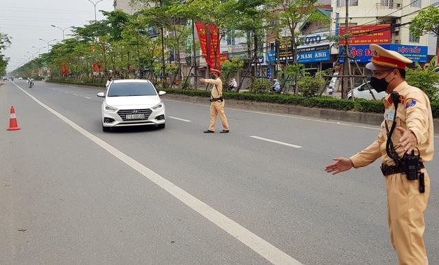 Hà Nội: Bị thu xe vì uống 1 lon bia rồi đi… đổ xăng - 9
