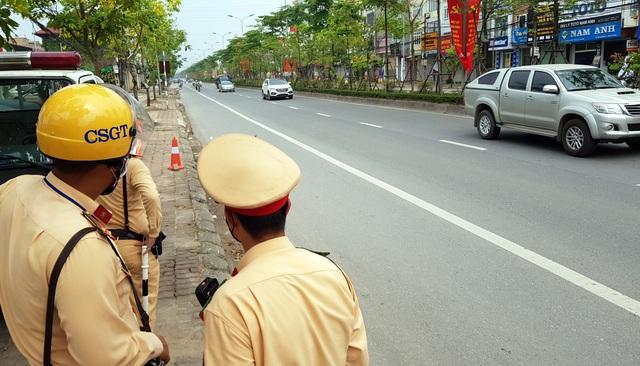 Hà Nội: Bị thu xe vì uống 1 lon bia rồi đi… đổ xăng - 12