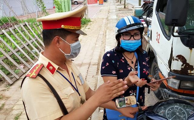Hà Nội: Bị thu xe vì uống 1 lon bia rồi đi… đổ xăng - 8