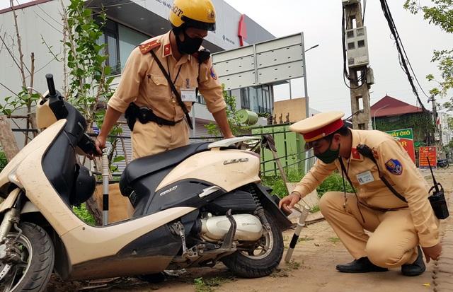 Hà Nội: Bị thu xe vì uống 1 lon bia rồi đi… đổ xăng - 13