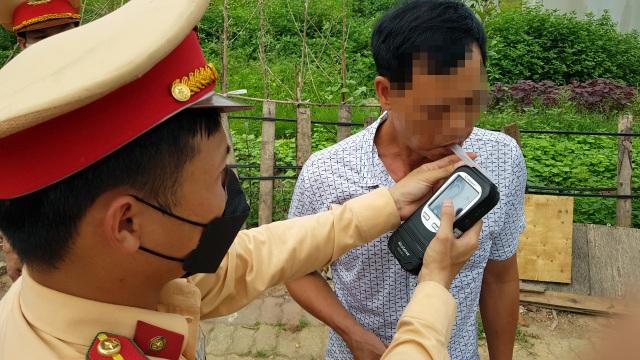Hà Nội: Bị thu xe vì uống 1 lon bia rồi đi… đổ xăng - 3