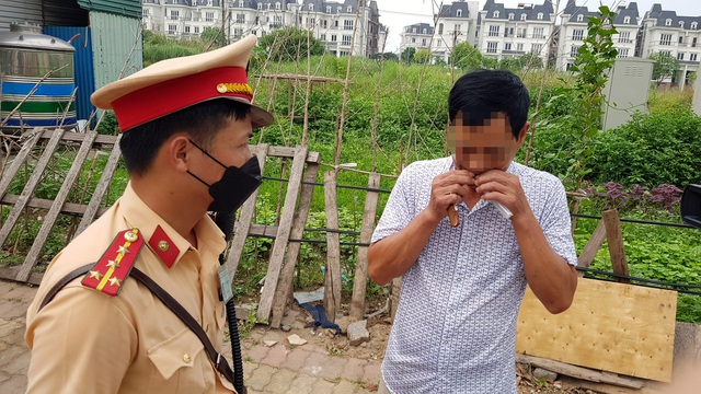 Hà Nội: Bị thu xe vì uống 1 lon bia rồi đi… đổ xăng - 2