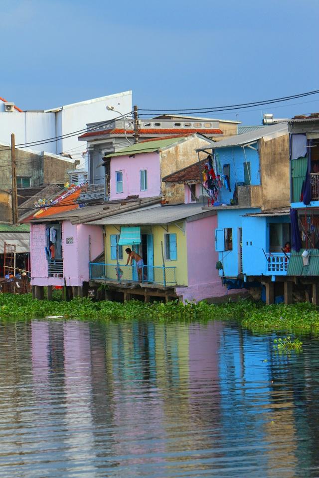 Đi thuyền trên sông ngắm phố cổ Bao Vinh đầy màu sắc - 10