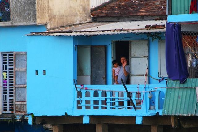 Đi thuyền trên sông ngắm phố cổ Bao Vinh đầy màu sắc - 6