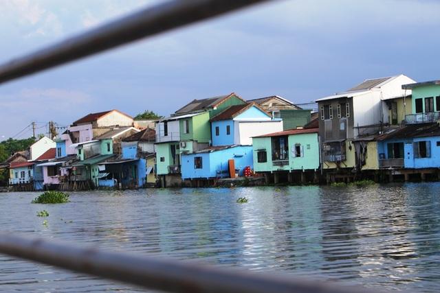 Đi thuyền trên sông ngắm phố cổ Bao Vinh đầy màu sắc - 18