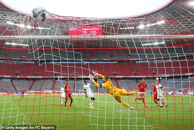 Hạ Frankfurt, Bayern Munich tiếp tục giữ vững ngôi đầu bảng - 4