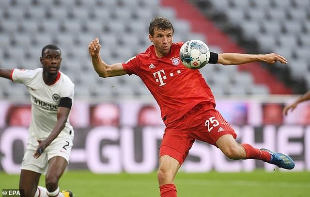 Hạ Frankfurt, Bayern Munich tiếp tục giữ vững ngôi đầu bảng - 2