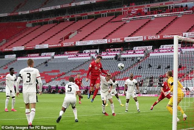 Hạ Frankfurt, Bayern Munich tiếp tục giữ vững ngôi đầu bảng - 1