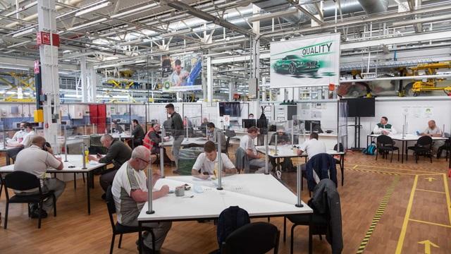 Bên trong nhà máy ô tô đầu tiên ở Anh có chứng nhận An toàn với Covid-19 - 6