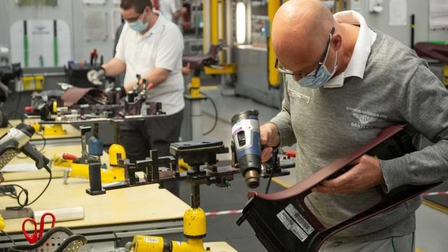 Bên trong nhà máy ô tô đầu tiên ở Anh có chứng nhận An toàn với Covid-19 - 4