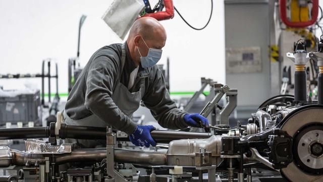 Bên trong nhà máy ô tô đầu tiên ở Anh có chứng nhận An toàn với Covid-19 - 8
