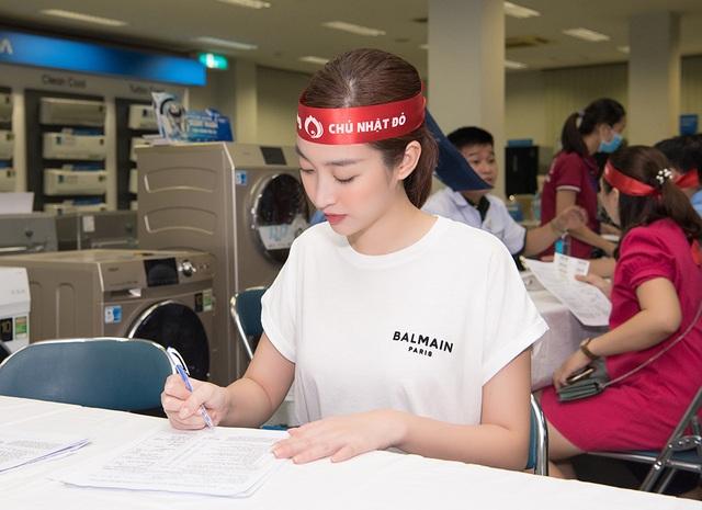 Hoa hậu Đỗ Mỹ Linh, Trần Tiểu Vy cùng dàn Á hậu đi hiến máu nhân đạo - 6