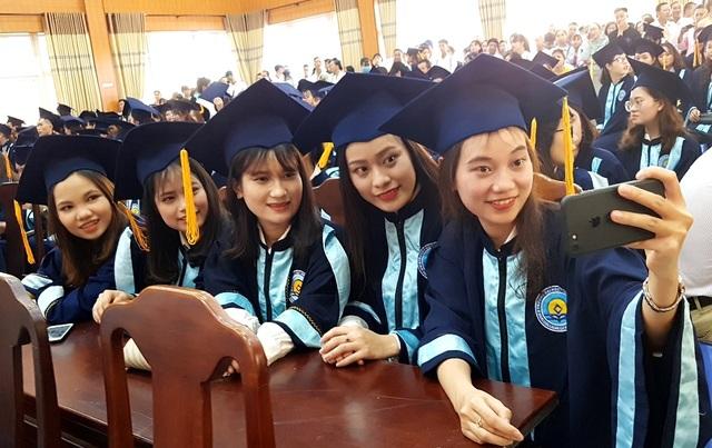 Huế: Những SV đầu tiên nhận bằng tốt nghiệp sớm theo cách học tiến độ nhanh - 2
